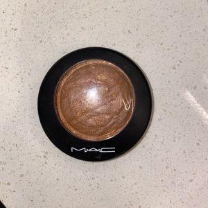 Mac mineralize skinfinish golden globe